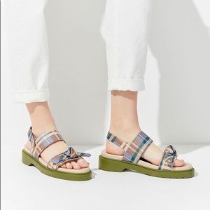 NIB UO Plaid 90s Retro Platform Sandals